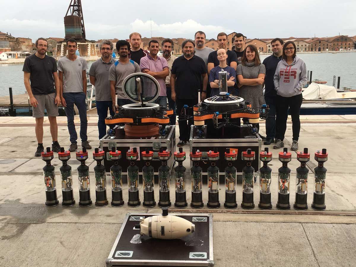 Forscherteam rund um Thomas Schmickl mit den Roboter-Fischen in Venedig